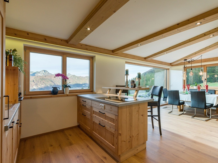 Panorama Lodge Alm Walchsee Küche Esstisch